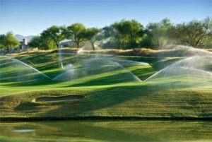 Автоматисечкий полив гольф поля