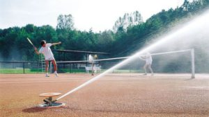 автоматический полив теннисного корта