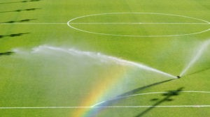 Автоматический полив футбольного поля